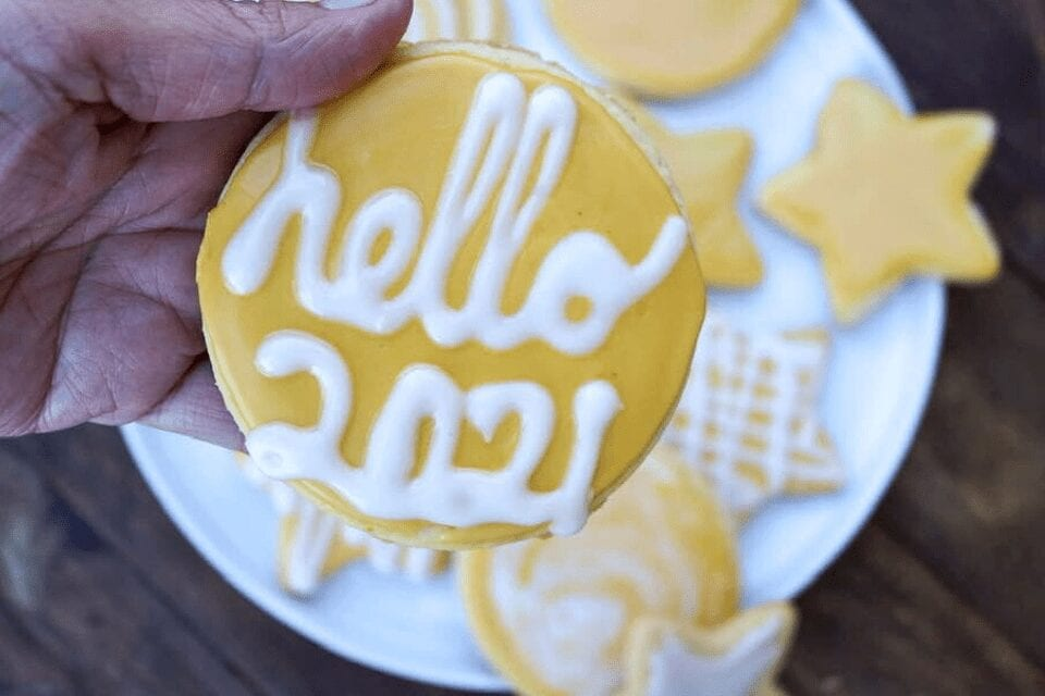 A cookie that says Hello 2021 on it!