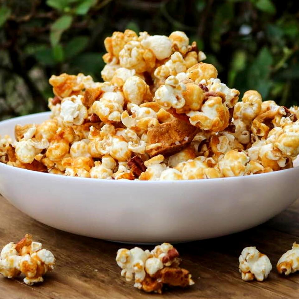 Vegan caramel apple popcorn